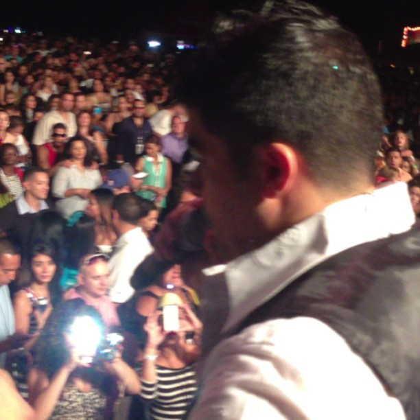 Jerry Rivera salsa de la buena. #chicago #salsa @jerryrivera @puertoricounder @cheguiproduction @jrelnegro