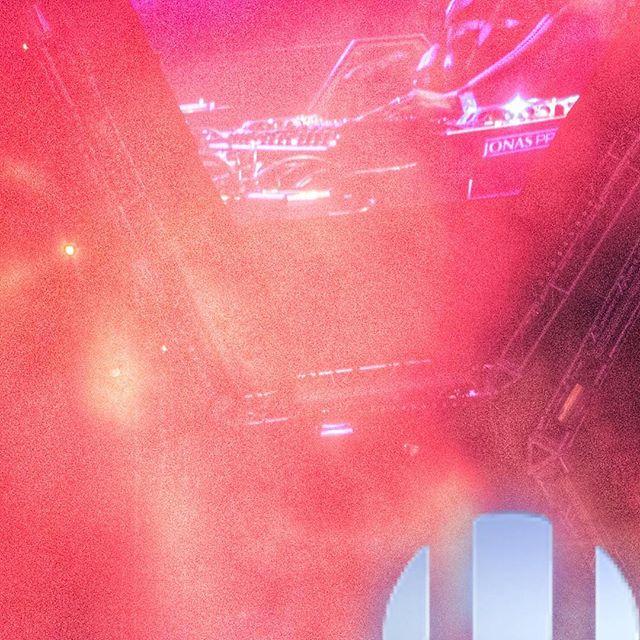 Ultra gone wild. Ultra Music Festival. #ultra #ultramusicfestival #edm #wmc #ultra2016 #ultramusic #music #miami #downtownmiami #events #martingarrix #tiesto #hardwell #afrojack #avicci #deadmau5 photo: Luis Carmona @letusdotheworkforyou @puertoricounder @luiscarmona