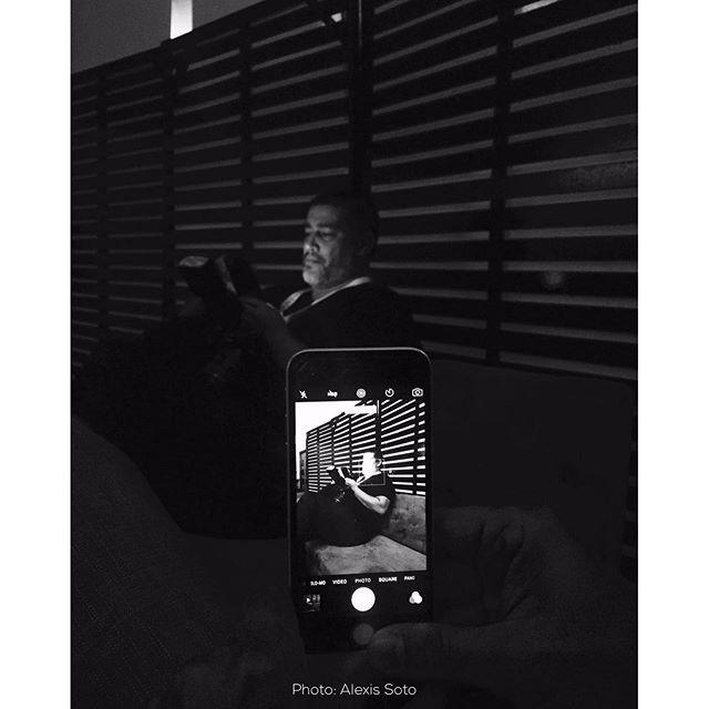 Wow como hasta uno de mis pupilos los mata con su iphone 6. Jajajajaja no es la flecha es el indio. #paquetecopies photo: Alexis Soto @sotoalexlighting