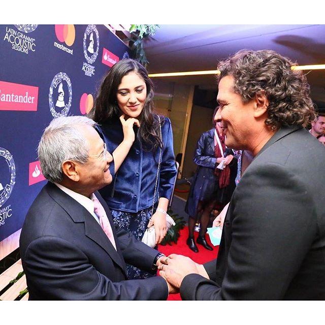 #Repost @carlosvives・・・Como no adorar a este hombre #ArmandoManzanero que gusto verlo maestro! @latingrammys #México #LatinGRAMMY Acoustic Session #redcarpet photo: Luis Carmona @letusdotheworkforyou @puertoricounder @luiscarmona